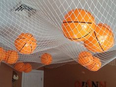 How To Become Great At Playing Basketball. For years, fans of all ages have loved the game of basketball. Bedroom Design 2017, Bedroom Themes, Diy Bedroom Decor, Bedroom Furniture, Bedroom Fun, 2017 Design, Bedroom Ceiling, Bedroom Designs, Locker Room Decorations
