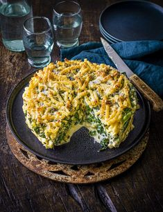 Put a twist on a classic pasta dish with this crispy crowdpleaser. This triple-tested macaroni cheese pie serves six in an hour and a half Cheese Pie Recipe, Cheese Pies, Cheese Recipes, Veg Recipes, Pasta Recipes, Vegetarian Recipes, Cooking Recipes, Creamy Pasta, Macaroni Cheese
