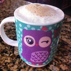 Bom dia!  Café com Nata.  Como fazer essa espuminha? Água em temperatura ambiente e nata gelada bate no mixer adicione o café bem quente. #bulletproofcoffee