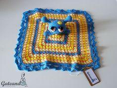 Manta de apego Crochet Nessie amigurumi por GateandoCrochet en Etsy / Crochet Nessie Taggy Blanket by Gateando Crochet in Etsy