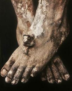 Pies crucificados