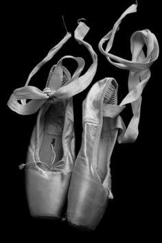 chaussons de danse noir et blanc photographie
