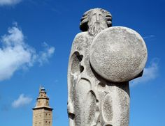 Breogán de José Cid en el parque escultórico de la Torre de Hércules en A Coruña, España