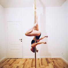 pole dance hip hold passe