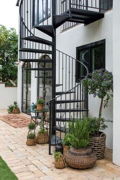 Spanish Transitional Style Home Outpost Estates Los Angeles Spanish Style Decor, Spanish Style Homes, Spanish House, Spiral Staircase Outdoor, Outdoor Stairs, Spiral Staircases, Spanish Modern, Spanish Colonial, Colonial Garden