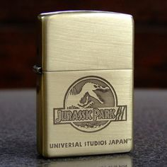 Accendino Zippo in ottone inciso con logo Jurassic Park Engraved Zippo, Cool Lighters, Light My Fire, Zippo Lighter, Cigarette Case, Jurassic Park, Cigars, Old And New, Gadgets