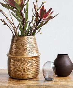 With the stunning Rattan planter from House Doctor, your plants will create a magnificent atmosphere. Rattan is made of aluminium with brass coating giving it its unique look. DIA: 19 CM, H: 23 CM Aluminium Rattan Planters, Brass Planter, Planter Pots, House Doctor, Leafy Plants, Green Plants, Potted Plants, Flower Power, Grands Pots