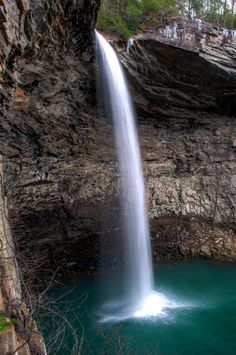 ozone falls [crossville tn] Gonna make it a point to go here next week! Crossville Tn, Crossville Tennessee, Beautiful Places To Visit, Places To See, Places Around The World, Around The Worlds, Cumberland Falls, Tennessee Vacation, Beautiful Waterfalls