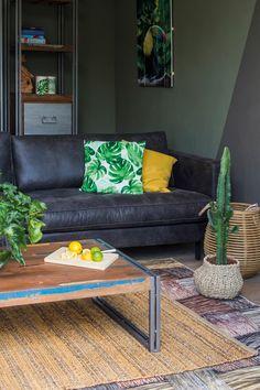 Trendhopper ● Combineer de kleur groen met planten, planten prints in kussens en kunst, en je waan je in een botanische sfeer.