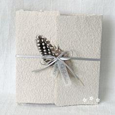 """Mit dieser handgemachten und individualisierbaren Trauerkarte """"Feder"""" können Sie den Angehörigen Ihr herzliches Beileid ausdrücken. Die Karte besteht aus handgeschöpftem Papier, welches ich mit viel Leidenschaft selbst schöpfe. Dafür verwende ich weitmöglichst Rohmaterial aus nachhaltigen Quellen. Zur Karte gehört ein Umschlag und ein Einlegeblatt aus Transparentpapier. Ein Wunsch-Titel kann ebenfalls gewählt werden. #Trauerkarte #handgemacht #feder #karte #handmade #lilimo #handgeschöpft… Gift Wrapping, Gifts, Paper, Wish, Embellishments, Passion, Packaging, Cards, Gift Wrapping Paper"""