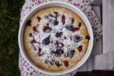 Divino Macaron - Torta tibia de frutillas y arandanos