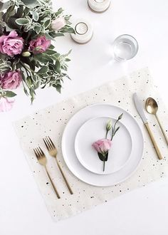 44 Pretty Practical DIY Placemats Perfect for a Dining Party - Neue Ideen Mesa Clean, Diy Ostern, Ostern Party, Diy Inspiration, Decoration Originale, Idee Diy, Holiday Tables, Thanksgiving Table, Decoration Table