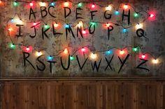 'Stranger Things'-Themed Pop-Up Bar Opening Friday In Logan Square Stranger Things Opening, Stranger Things Aesthetic, Stranger Things Funny, Stranger Things Season, Stranger Things Netflix, Night Aesthetic, Wallpaper Notebook, Wallpaper Pc, Computer Wallpaper