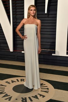 Actor-model Kelly Rohrbach attends the 2017 Vanity Fair Oscar Party hosted by Graydon Carter at Wallis Annenberg Center for the Performing Arts on February 26, 2017 in Beverly Hills, California.
