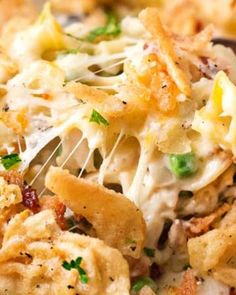 Loaded Cheesy Chicken Noodle Casserole Creamy cheesy and loaded with comforting flavors this chicken noodle casserole is a great hearty meal your family will love! Cheesy Chicken Noodle Casserole, Chicken Bacon, Chicken Recipes, Shredded Chicken, Hamburger Casserole, Chicken Chili, Grilled Chicken, Pasta Recipes, Dinner Recipes