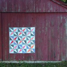 sharing my crossed canoes quilt on the blog today for #finishitupfriday  Finishing feels great!