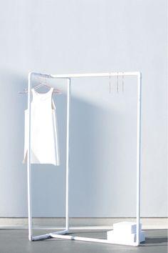 DIY clothing rack - via Coco Lapine Design