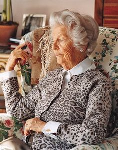 Always have a bit of leopard print in your wardrobe...a perfectly attired Dowager Duchess of Devonshire.