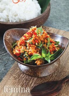 Indonesian Food Indonesian cuisine is one of the most vibrant and colourful cuisines in the world, full of intense flavour. Sambal Sauce, Sambal Recipe, Spicy Sauce, Vegetarian Recipes, Cooking Recipes, Healthy Recipes, Malay Food, Hot Sauce Recipes, Indonesian Cuisine
