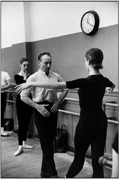 George Balanchine teaching at the School of American Ballet. 1959. Photo: Henri Cartier-Bresson.