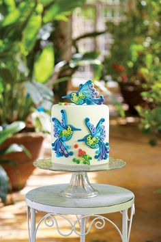 Delicious Designs by Jill Pryor: Thrilling Quilling Sugarpaste Style Quilling Cake, Create A Cake, Hummingbird Cake, Edible Creations, Cupcake Cookies, Cupcakes, No Bake Treats, Edible Art, Pretty Cakes