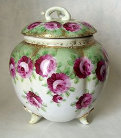 Nippon Porcelain Biscuit Jar with Roses Vases, Biscuits, Vintage Cookies, Japanese Porcelain, Antique Glass, Antique China, Vintage China, China Painting, Chocolate Pots