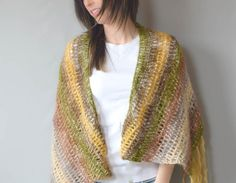 Boho Crochet Shawl Pattern | This free crochet pattern allows you to work up a bohemian-inspired shawl.