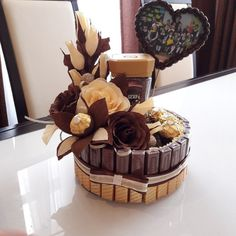 Chocolate Gifts, Chocolate Lovers, Food Bouquet, Candy Arrangements, Candy Trees, Sweet Trees, Candy Boutique, Gift Cake, Chocolate Bouquet