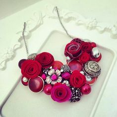 Red #handmade #necklace #unique #roses #mustrica #etsymustrica #button #accessories