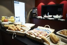 Le Petit-déjeuner au New Hotel de Paris Paris Hotels, Food, Free Wifi, Morning Breakfast, Meal, Essen, Hoods, Meals, Eten
