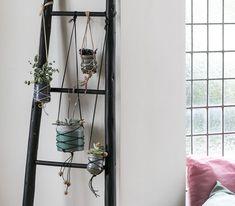 Make a macramé plant hanging – DIY recipes from Søstrene Grene - makeup Macrame Design, Plant Hanger, Ladder Decor, Diy Projects, Interior, Plants, Home Decor, Macrame Bag, Fashion Designers
