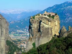 Meteora is a unique and spectacular landscape in central Greece. It is one of the most beautiful places in Greece. The area of Meteora on . Meteora Klöster, Places Around The World, Around The Worlds, House On The Rock, Key West Florida, Bryce Canyon, Greece Travel, Greece Tourism, Greece Itinerary