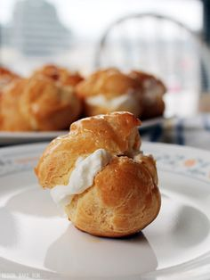 #RECIPE - Cream puffs with whipped cream and salted caramel drizzle | The Man With The Golden Tongs Hands Are In The Oven | Scoop.it