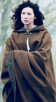 Love the Outlander's intricate costumes? We chatted recently with Outlander costume and embroider artist, Liz Boulton, about some of the hidden details in the Outlander costumes from Seasons Claire Fraser, Jamie Fraser, Outlander Knitting, Outlander Series, Outlander Clothing, Outlander Characters, Scottish Clothing, Historical Clothing, Terry Dresbach
