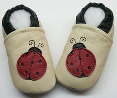 Lederpuschen Krabbelschuhe  baby Schuhe Gr. 23/24 von MooMoo-krabbelschuhe auf DaWanda.com