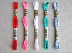 A collection of DMC threads to match modern Christmas wool felt colours. Thread Bracelets, Diy Bracelets Easy, Summer Bracelets, Cute Bracelets, Colorful Bracelets, Beaded Bracelets, Rag Rug Tutorial, Diy Friendship Bracelets Patterns, Dmc Embroidery Floss