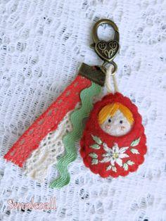 I am making myself this keychain! Felt Gifts, Diy Gifts, Felt Embroidery, Embroidery Stitches, World Crafts, Matryoshka Doll, Felt Decorations, Felt Dolls, Sewing Notions
