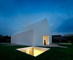 Minimalist house consisting of 2 sections. The living space is on top and the sleeping quarters below ground to restrict noise and other disturbances.