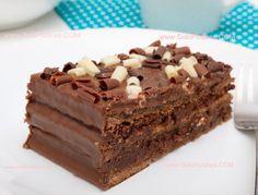 Chocolate cake uploaded by Adriana Carolina on We Heart It Choco Chocolate, Chocolate Desserts, Yummy Treats, Sweet Treats, Venezuelan Food, Love Food, Sweet Recipes, Bakery, Cheesecake
