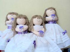 Boneca Bama de Honra ou porta aliança  Vestido branco com laços e flores em lilás  Cor do buquê e dos laços a escolher  Preço ref. a cada boneca R$ 95,00