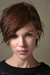 Check Out 23 Best Short Haircuts For Women. Here is a list of favorite and gorgeous short haircuts. For a dramatic change, you can choose one quite short haircut. Pixie Haircut Styles, Haircut Styles For Women, Short Hair Cuts For Women, Short Hairstyles For Women, Trendy Hairstyles, Straight Hairstyles, Curly Hair Styles, Pixie Haircuts, Headband Hairstyles
