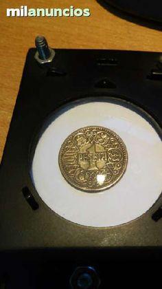 . una peseta de franco de 1944 , esto y otras cosas mas ver fotos, env�o atoda Espa�a por correo certificado previo pago, si eres de Santiago entrego y cambio en tu casa, que ofreces, gracias