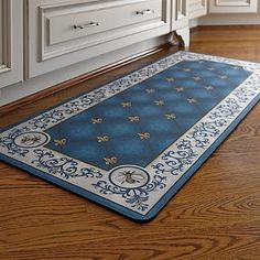 Comfortably prepare for your next dinner party atop the cushioned French Country Kitchen Mat that also serves as a classic decor accessory for your kitchen. French Rustic Decor, French Bedroom Decor, Floor Runners, Rooster Kitchen, French Interior, Interior Design, French Country House, Luxury Home Decor, Country Kitchen