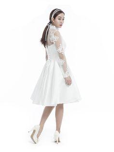 STANDING COLLAR LACE DRESS - 뮤제드륀느뮤제드륀느