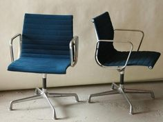 OC12: Vintage Eames Blue Office Chair (2)