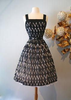Vintage dress / 1960s cotton dress at Xtabay .