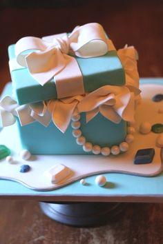 30 Best Designer Fashion Birthday Cakes - TrendSurvivor
