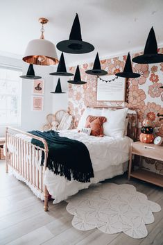 Casa Halloween, Theme Halloween, Halloween Home Decor, Halloween Season, Fall Home Decor, Holidays Halloween, Autumn Home, Halloween Decorations, Pink Halloween