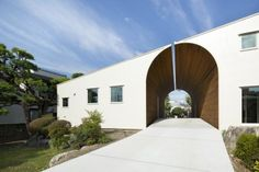 1-arch-wall-house-by-naf-architect-design-japan