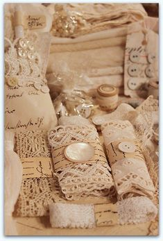 * Schlaflos in NRW * gottaa do my vintage lace like this. to display. so dreamy Antique Booth Ideas, Couture Vintage, Vintage Sewing Notions, Vintage Display, Granny Chic, Pearl And Lace, Linens And Lace, Lace Ribbon, Vintage Crafts